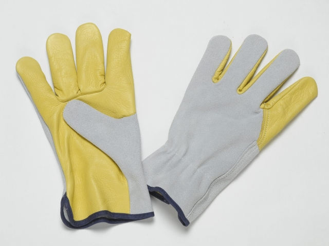 YELLOW LEATHER GLOVES WITH GRAIN ON PALM, THUMB AND FOREFINGER, NATURAL SPLIT BACK, ADJUSTABLE ELASTIC IN THE WRIST, COLOURED BINDING